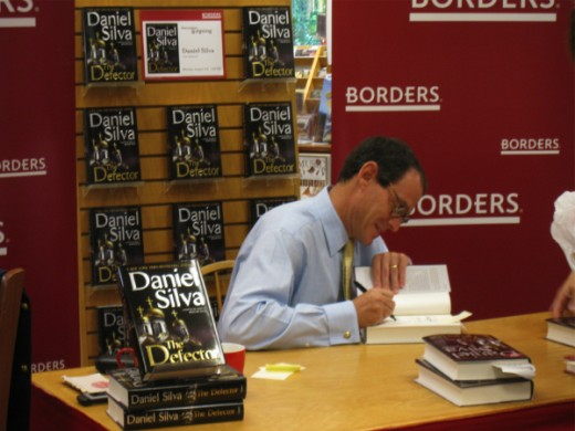 daniel_silva_thedefector_booksigning-520x390